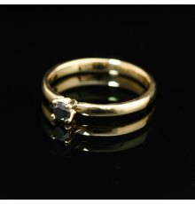 Geltono aukso sužadėtuvių žiedas su juodu Deimantu