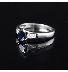 Balto aukso žiedas su Safyru ir Briliantais